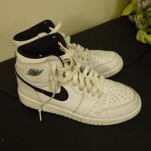 Nike Air White and Black Tennis Shoes